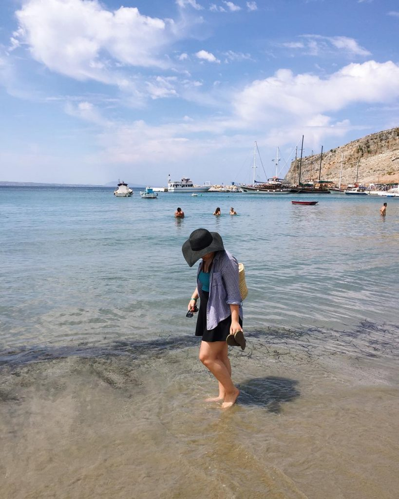 Ankledeep in vacation mode julialvinagreece